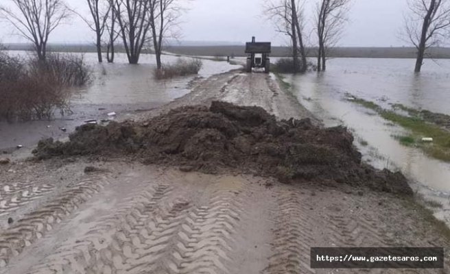 Aşırı yağış sonucu iki köy arası ulaşıma kapatıldı