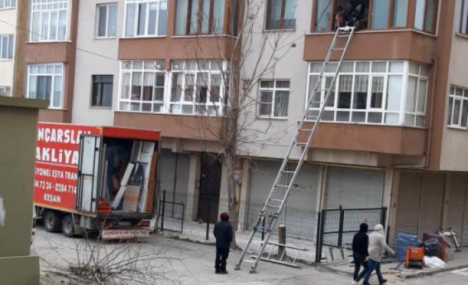 """Helvacıoğlu, """"ev taşımak için kesilen ağaç vicdanları yaraladı"""""""