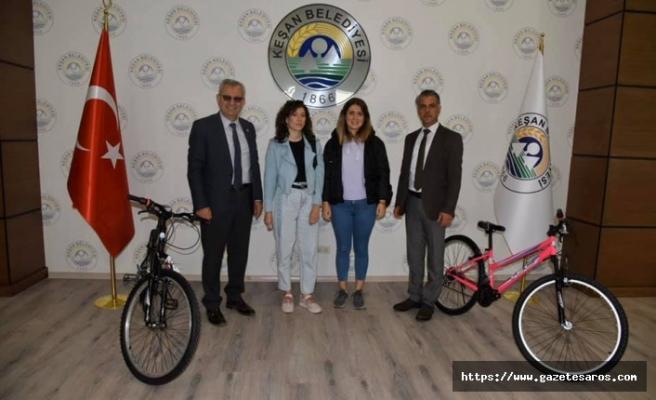 Keşan Belediyesi'nden hediye bisiklet