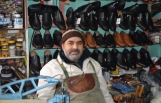 Keşan'ın 26 yıllık ayakkabıcısı, çırak...