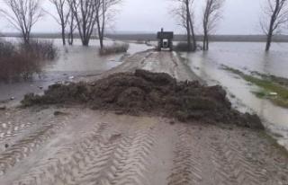 Aşırı yağış sonucu iki köy arası ulaşıma...