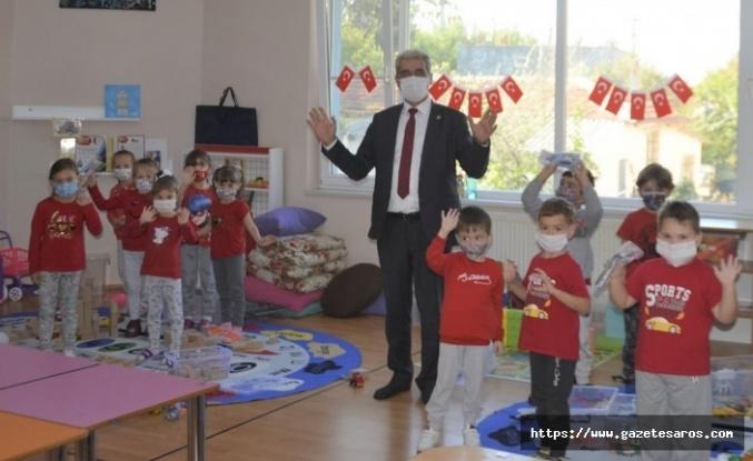 Başkan Ünsal, öğrencileri yalnız bırakmadı